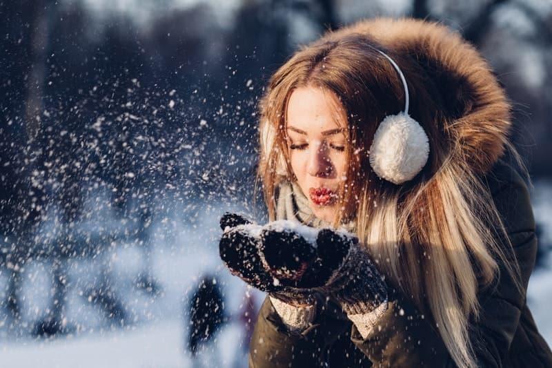 kış kar kadın