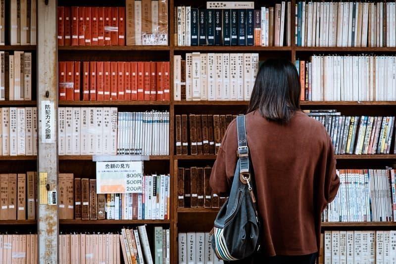 kitap seçmek kitaplık