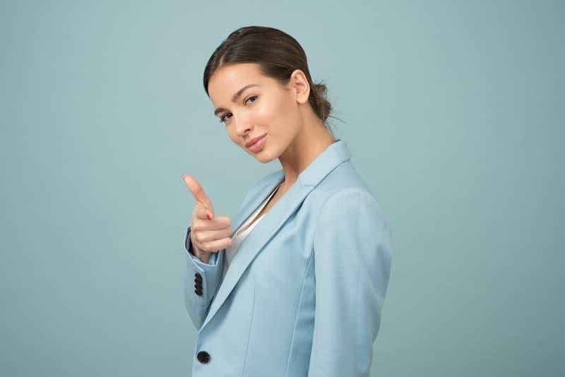 özgüven kadın mavi