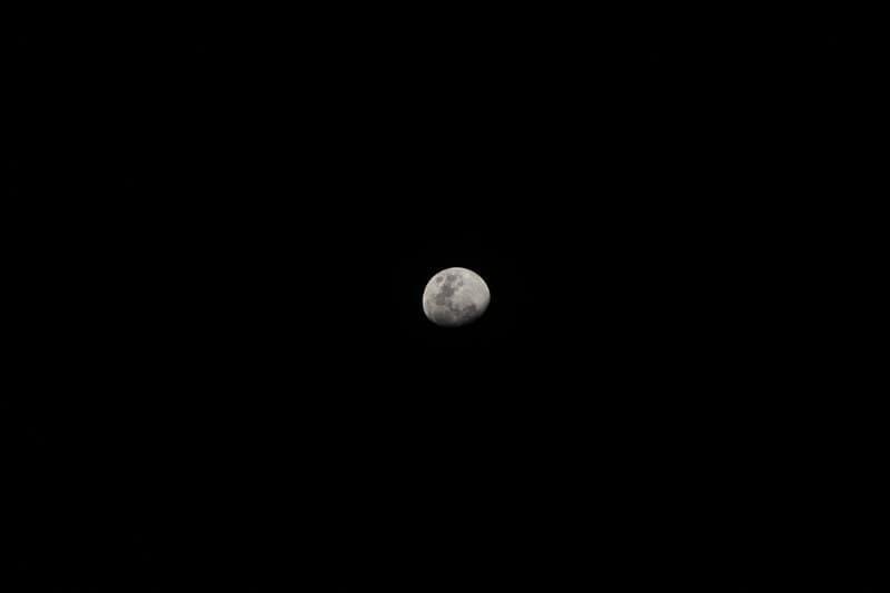 gece siyah ay