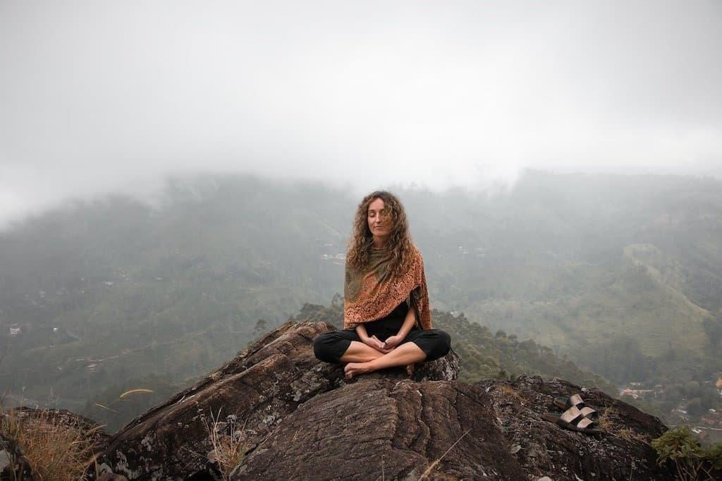 dağ doğa meditasyon