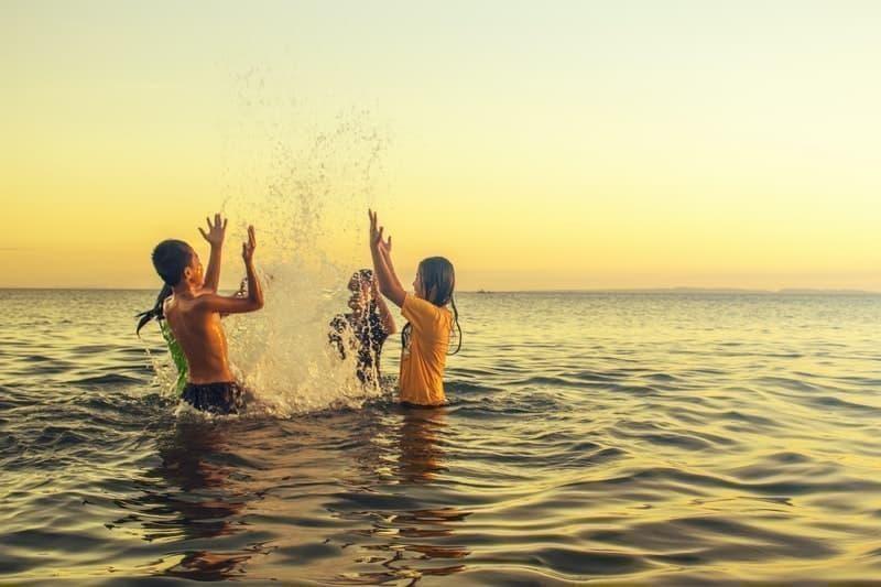 deniz çocuklar egzersiz oyun