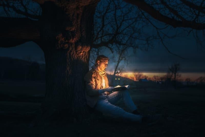 gece kitap okumak